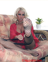 Footjob in fishnets