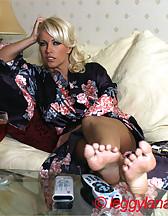 Leggy Lana flashing pussy