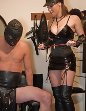 Ballbusted slave, pic #1