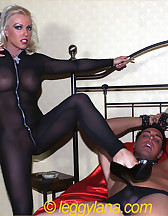 Leggy Lana and slave, pic #4