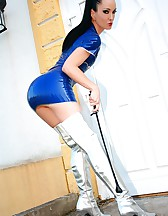 Strict latex babe shows her assets, pic #8