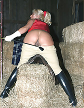 Lana Cox in the barn, pic #6
