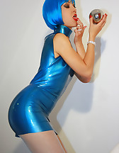Futuristic babe in shiny blue latex, pic #6