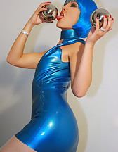 Futuristic babe in shiny blue latex, pic #9