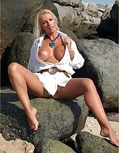 Bitch on a beach, pic #3