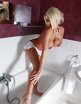Clean Me In The Shower, pic #2