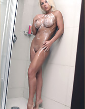 Blonde in the shower, pic #1
