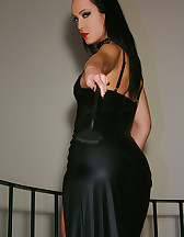 Classic Mistress in long leather, pic #4