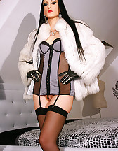 Gloved Lady loves to fuck in fur, pic #1