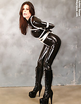 Latex slave in bondage, pic #1