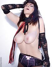 Sex slave posing, pic #7