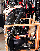 Latex beauty in bondage, pic #9