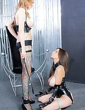 Brunette slave in latex, pic #1
