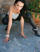 Outdoors in tight leather pants, pic #12