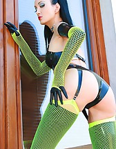 Kinky in black latex and fishnets, pic #2